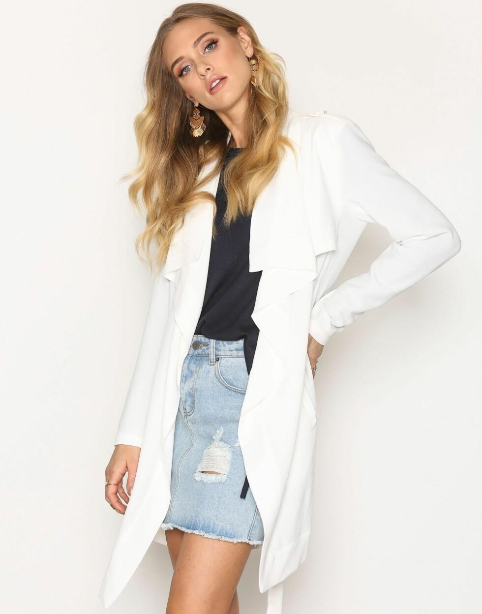 Kåpe fra Object Collectors Item via Nelly.com |499,-| https://nelly.com/no/kl%C3%A6r-til-kvinner/kl%C3%A6r/jakker/object-collectors-item-691/objannlee-short-jacket-21463-0912/