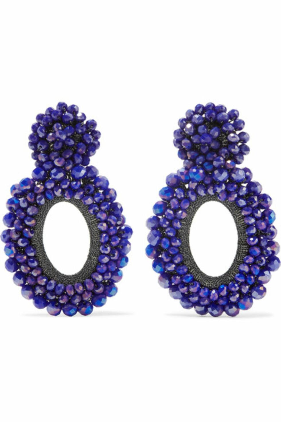 Øredobber fra Bibi Marini via Net-a-porter.com |2900,-| https://www.net-a-porter.com/no/en/product/1039408/bibi_marini/primrose-silver--bead-and-silk-earrings