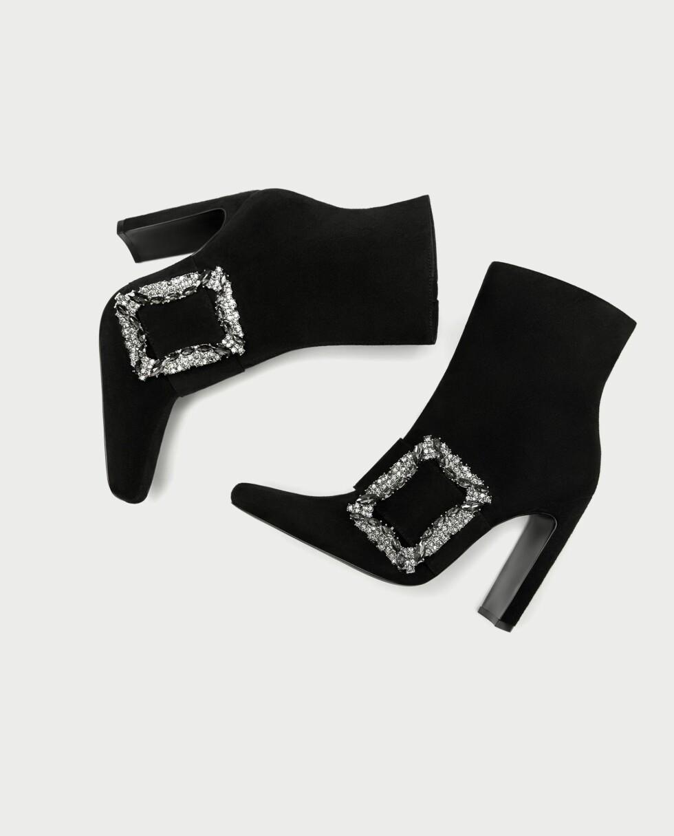 Sko fra Zara  999,-  https://www.zara.com/no/no/h%C3%B8yh%C3%A6lt-skolett-med-spenne-p17145201.html?v1=4872033&v2=526501