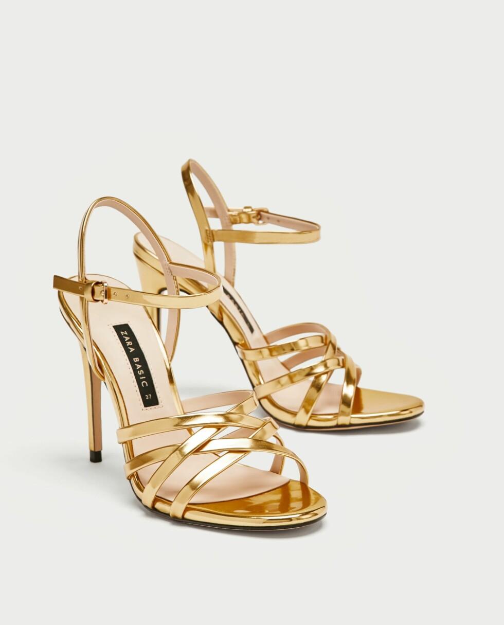 Sko fra Zara  349,-  https://www.zara.com/no/no/laminert-sandal-med-remmer-p12300301.html?v1=5426702&v2=526501
