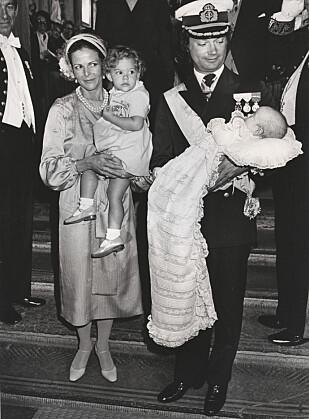 DEN GANG DA: Slik så det ut da pappa prins Carl Philip ble døpt i 1979. Han ble faktisk døpt 31. august, som er prins Gabriels fødselsdag. Foto: NTB Scanpix