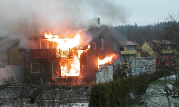 I LYS LUE: Slik så Sølvi og familiens hjem ut, en adventsmorgen i 2005. FOTO Privat