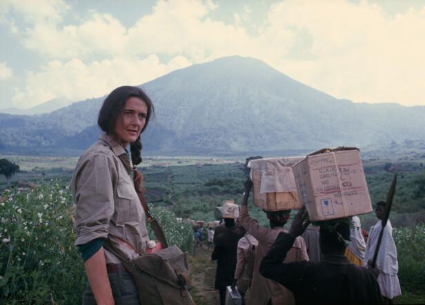 <strong>LOKALKJENT:</strong> Dian Fossey ble på godt og vondt kjent med de lokale i Rwanda. FOTO: National Geographic