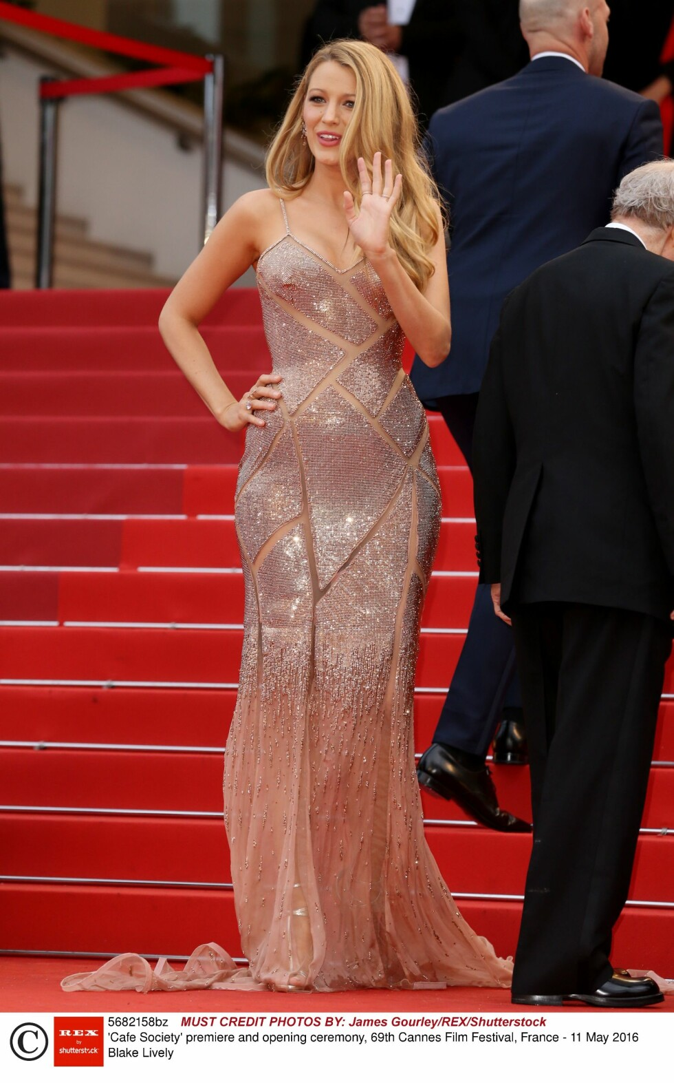 11. Da hun viste frem de fantastiske formene i denne tettsittende kjolen under åpningsseremonien i Cannes. Foto: NTB Scanpix