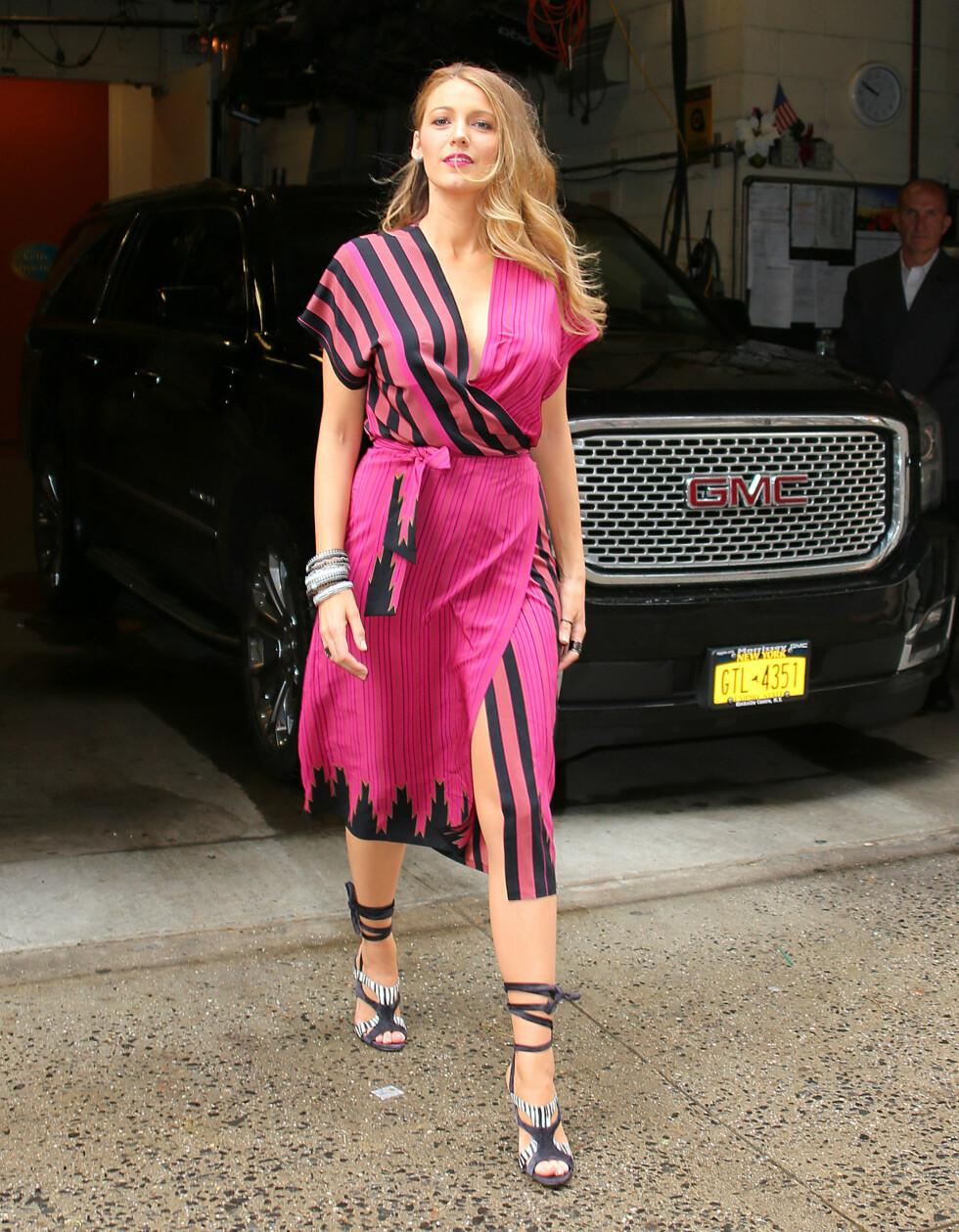 7. Da hun kom ut i denne sprakende rosa kjolen, etter å ha vært på «Live with Michael and Kelly» i New York. Foto: NTB Scanpix