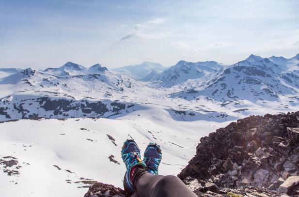 NYDELIG UTSIKT: Både i sommer- og vintersesongen kan man leie guide til forskjellige topper og over Smørstabbreen til Krossbu.