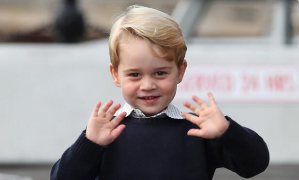 SØTNOS: Fire år gamle prins George hadde sørget for at pappa prins William hadde fått med seg en ønskeliste han kunne gi til julenissen i Finland. Foto: NTB Scanpix