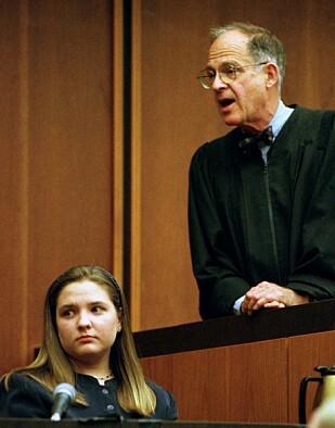 ENDRET DOMMEN: Dommer Hiller B. Zobel gikk tilbake på den dommen han leste opp i retten 30. oktober 1997. Han mente senere at det ville ha blitt justismord å dømme Louise Woodward for forsettelig drap. FOTO: NTB Scanpix
