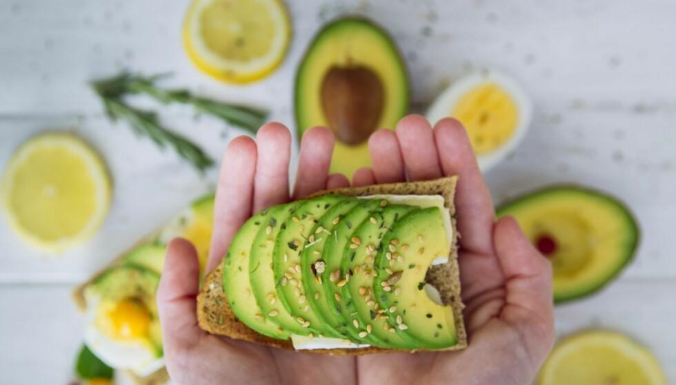 AVOKADO: Dette er en god kilde til sunt fett, og avokadoen gir i tillegg god metthet. Foto: Scanpix.