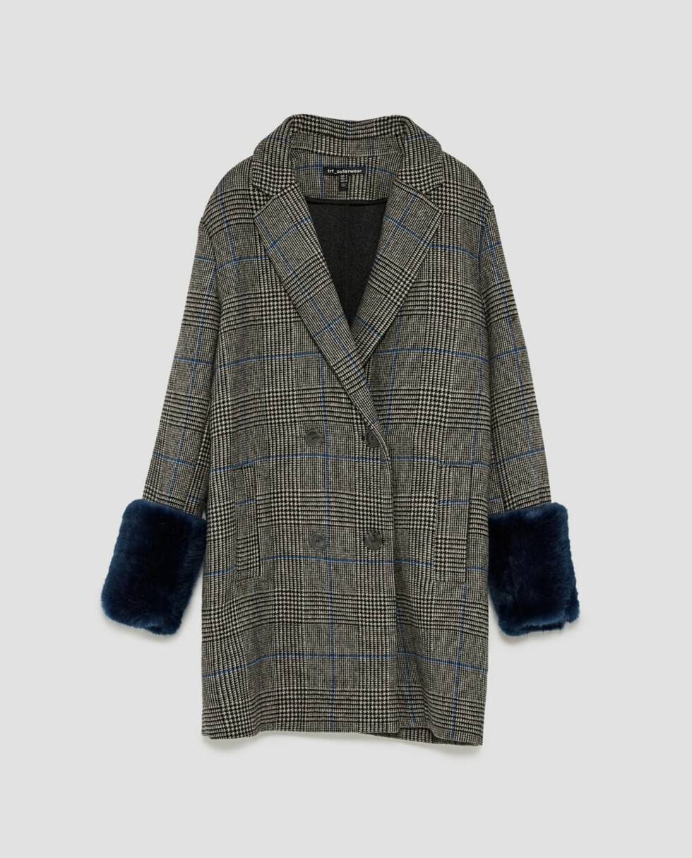 Kåpe med fuskepels fra Zara  899,-  https://www.zara.com/no/no/rutet-k%C3%A5pe-med-ermelinninger-med-tekstur-p01255208.html?v1=4757522&v2=883034