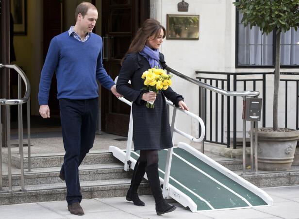 UTSKREVET: Prins William følger sin kone hertuginne Kate ut av King Edward VII hospital etter at hun hadde vært innlagt for alvorlig svangerskapskvalme. Det var i forbindelse med dette oppholdet at de australske radio-dj'ene Mel Greig og Michael Christian valgte å utføre en tulletelefon som fikk fatale følger. Foto: NTB Scanpix