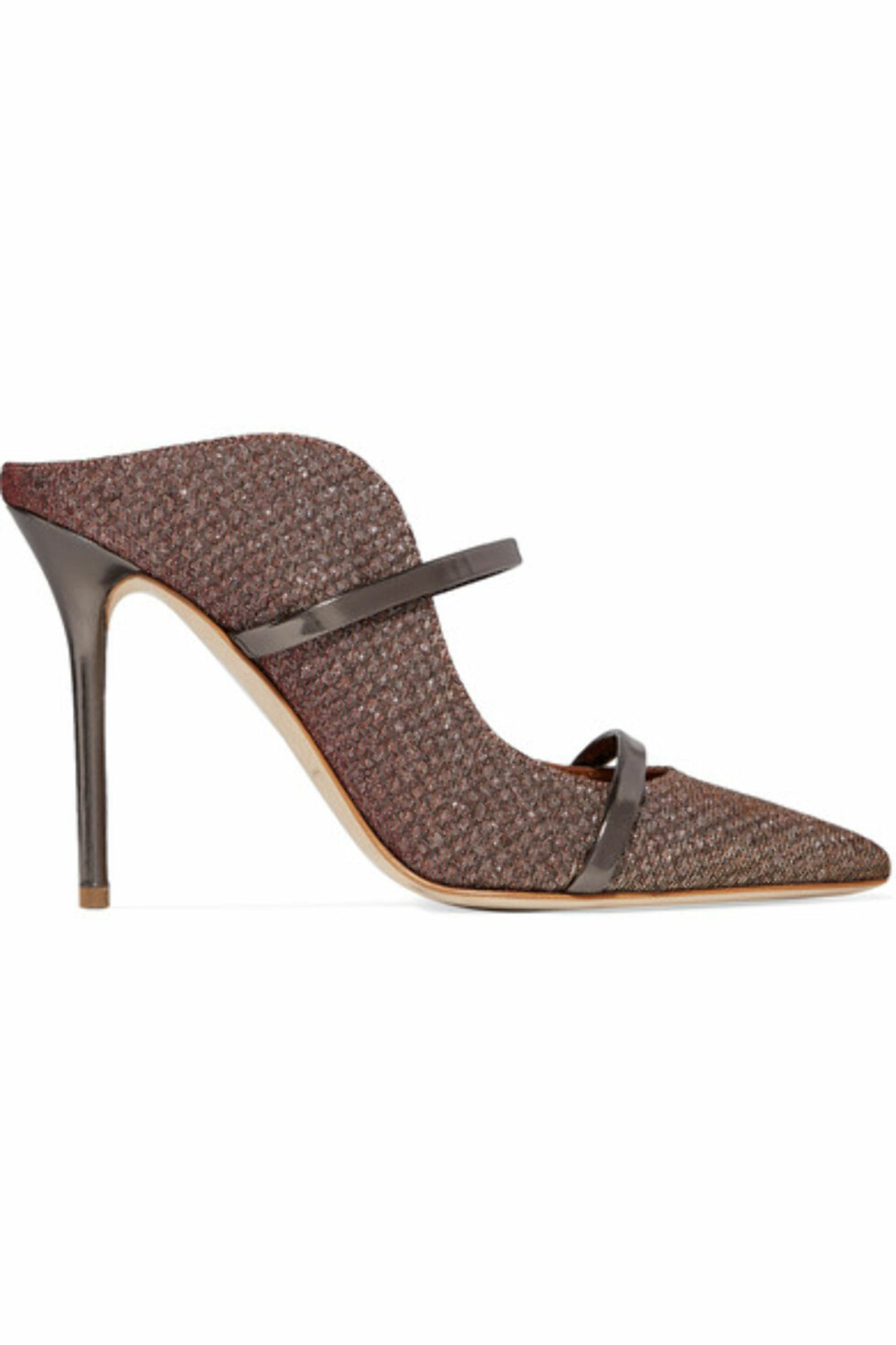 Hæler fra Malone Souliers via Net-a-porter.com  5200,-  https://www.net-a-porter.com/no/en/product/980736/malone_souliers/maureen-leather-trimmed-metallic-mesh-mules