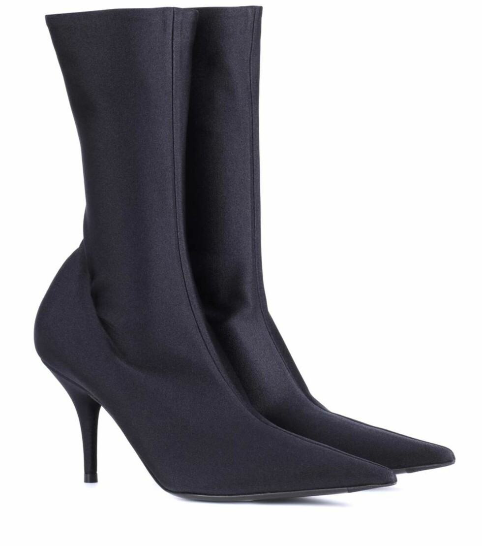 Sko fra Balenciaga via Mytheresa.com  8750,-  https://www.mytheresa.com/en-de/balenciaga-knife-stretch-jersey-ankle-boots-900767.html?catref=category