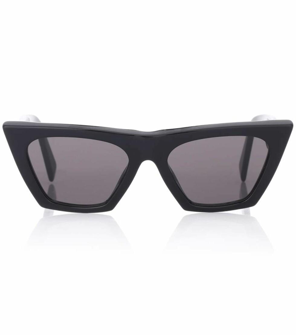 Solbriller fra Celine via Mytheresa.com  3000,-  https://www.mytheresa.com/en-de/celine-eyewear-edge-cat-eye-sunglasses-894611.html?catref=category