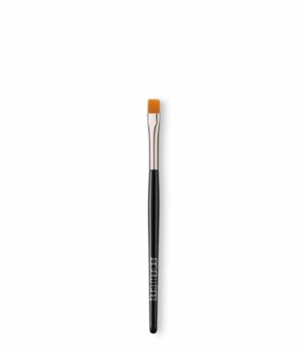 Eyelinerbørste fra Laura Mercier via Douglas.no |284,-| https://www.douglas.no/Makeup-Koster-Eyeliner-pensel-Laura-Mercier-B%C3%B8rster-Long-Handle_product_606419.html?mkwid=s%5Bunid_id%5D_dc&wt_cc4=marin_bid&pcrid=103750814780&wt_cc1=&trac=no.01psh.goo.9969369408.606419.22048065380.000000&pmt=&pkw=