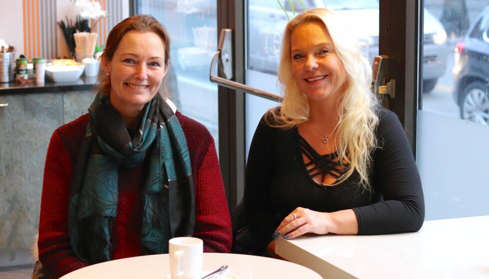 <strong>JULEBALL:</strong> Marianne Hagen Nordli (til venstre) og Eva Ilseng synes at presset ungdomsskoleelevene opplever før juleballet, er ekstremt. FOTO: Ida Bergersen