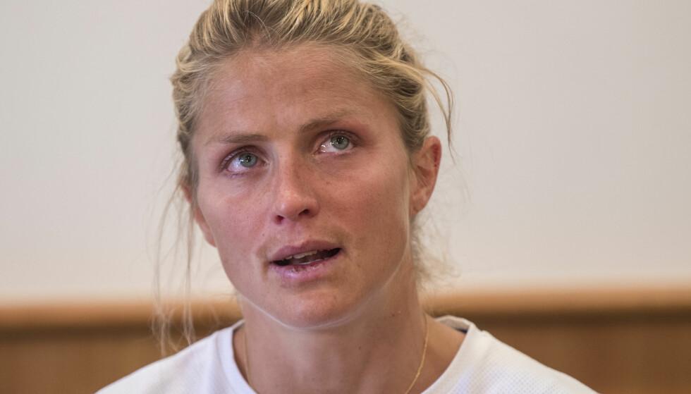 UTESTENGT: Den 22. august ble dommen i ankesaken kjent, og Therese Johaugs dom ble gjort om fra 13 til 18 måneder - dermed utgår OL i Pyeongchang i februar 2018 for den populære langrennsstjernen. Dette bildet er tatt under pressekonferansen. Foto: NTB Scanpix