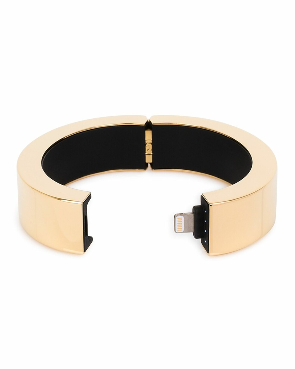 Armbånd fra Q Designs via Bloomingdales |1336,-| https://www.bloomingdales.com/shop/product/q-designs-qbracelet-with-iphone-charger?ID=1502093&CategoryID=21485#fn=spp=16&LinkshareID=TnL5HPStwNw-mmZLLtTmJ_zguZ_t_uoIGg&PartnerID=LINKSHARE&cm_mmc=LINKSHARE-_-n-_-n-_-n&ranPublisherID=TnL5HPStwNw&ranLinkID=1&ranLinkTypeID=10