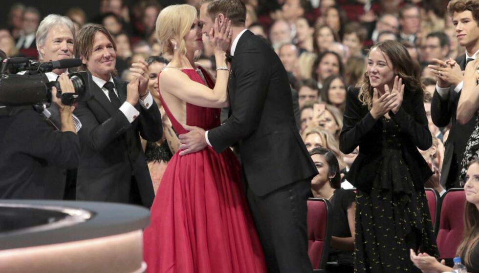 OPPSTANDELSE: Kysset mellom kollegene Nicole Kidman og Alexander Skarsgård foran hennes ektemann Keith Urban tok av på sosiale medier. Selv ler Nicole Kidman det hele bort. Foto: NTB Scanpix