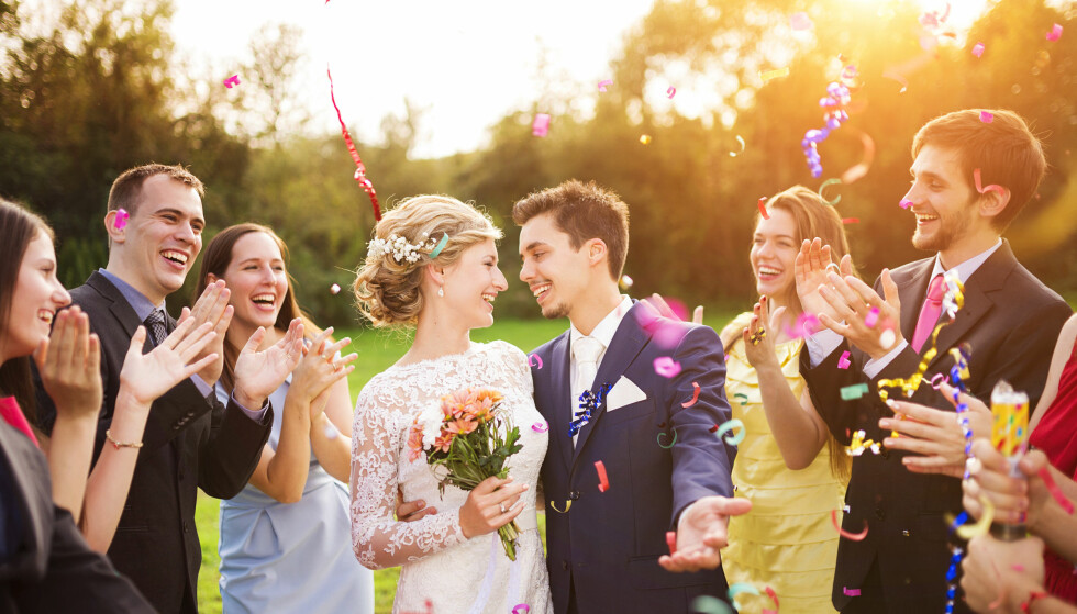 MIKROBRYLLUP: Mange velger bort den tradisjonelle bryllupsfeiringen. FOTO: NTB Scanpix