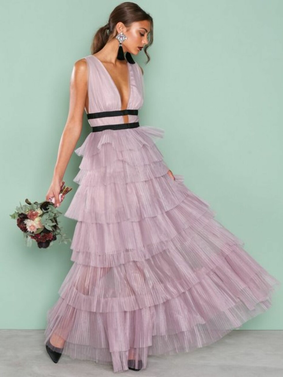 Kjole fra True Decadence |1399,-| https://nelly.com/no/kl%C3%A6r-til-kvinner/kl%C3%A6r/festkjoler/true-decadence-201561/short-sleeve-frill-dress-738287-2449/