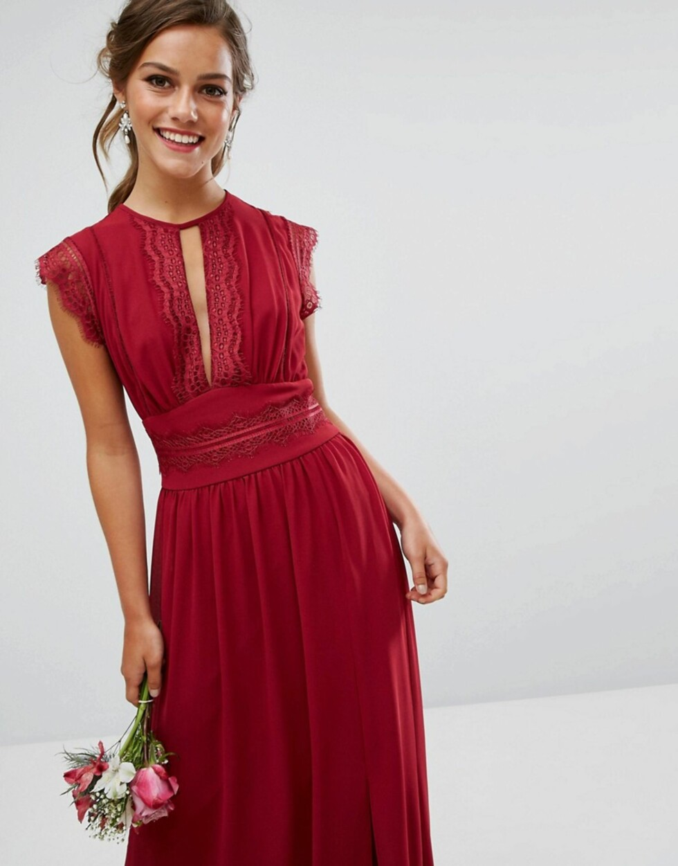 Kjole fra TFNC via Asos.com |872,-| http://www.asos.com/tfnc-tall/tfnc-tall-wedding-lace-detail-maxi-dress/prd/8509778?CTAref=We%20Recommend%20Carousel_5&featureref1=we%20recommend%20pers