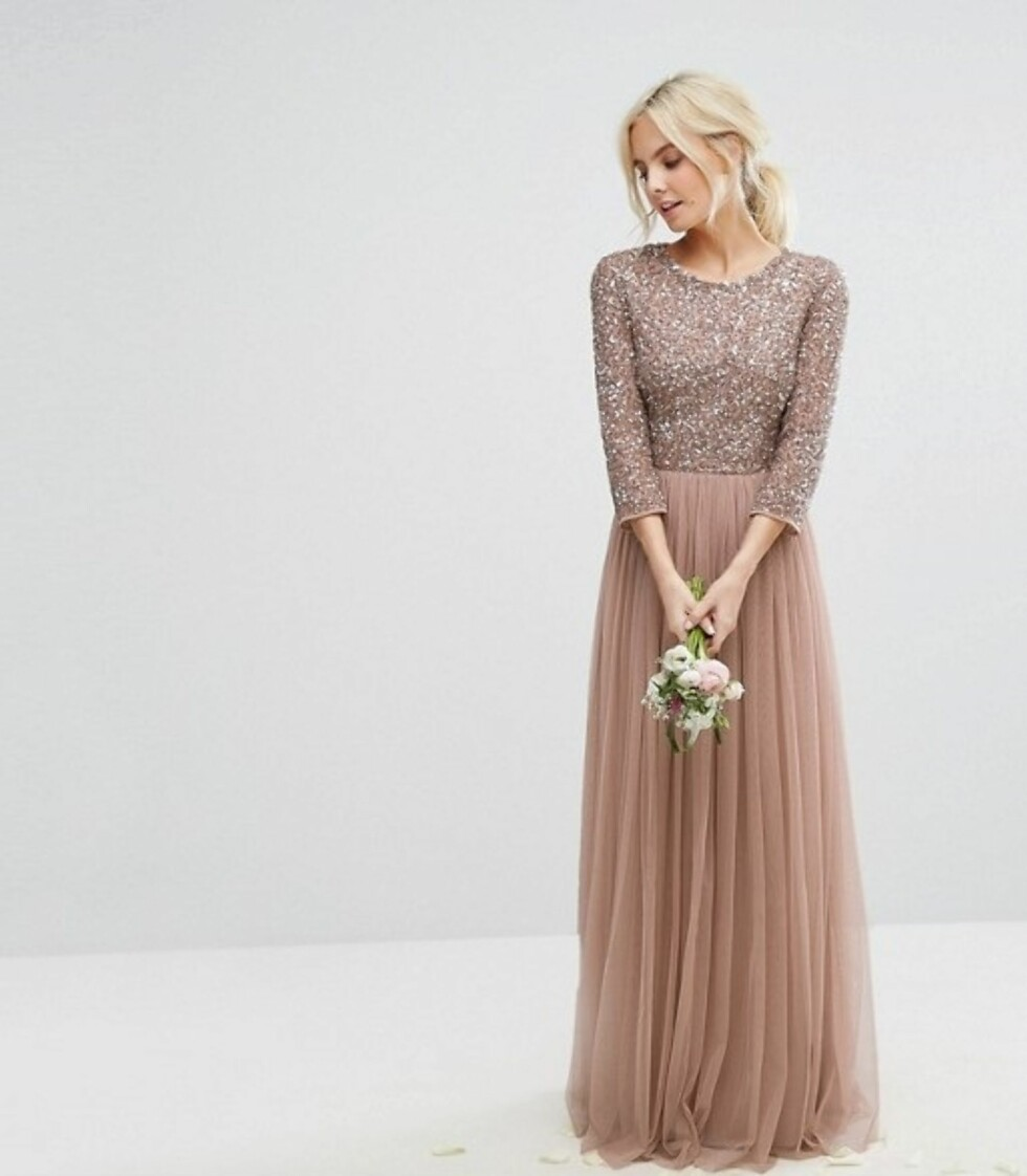Kjole fra Maya via Asos |1045,-| http://www.asos.com/maya-petite/maya-petite-3-4-sleeve-maxi-dress-with-delicate-sequin-and-tulle-skirt/prd/8027025?clr=mink&SearchQuery=prom%20dress&gridcolumn=2&gridrow=15&gridsize=4&pge=2&pgesize=72&totalstyles=1606
