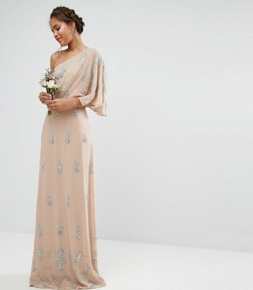 Kjole fra Asos |1395,-| http://www.asos.com/maya-tall/maya-tall-one-shoulder-embellished-maxi-dress/prd/7568887?clr=mink&SearchQuery=prom%20dress&gridcolumn=2&gridrow=1&gridsize=4&pge=7&pgesize=72&totalstyles=1606