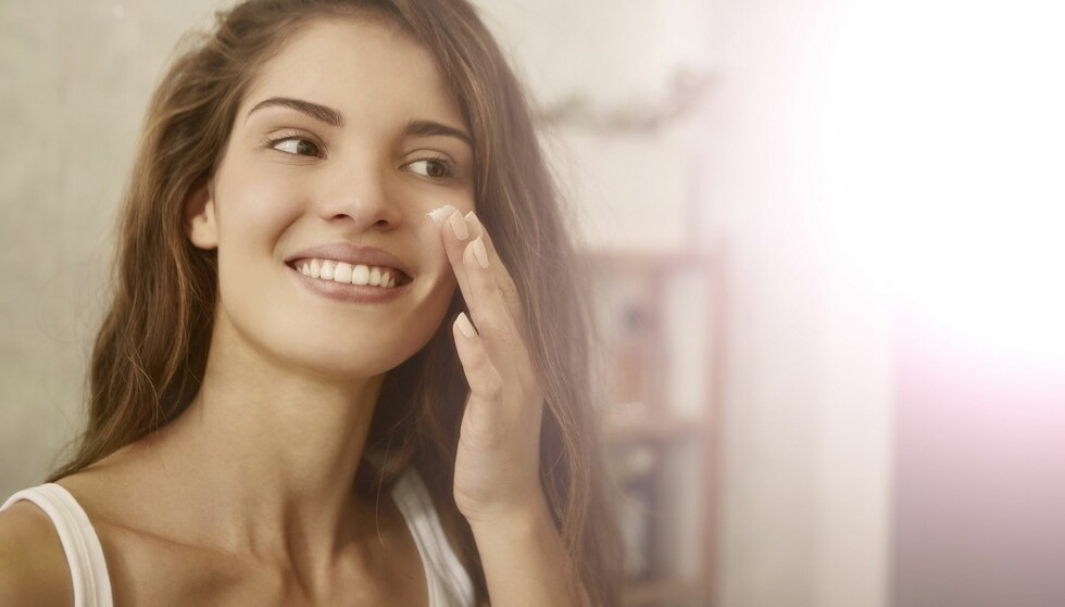 MORGEN OG KVELD: For best effekt bruk gjerne en nattkrem med retinol og et C-vitamin-serum på dagtid. Foto: Scanpix.