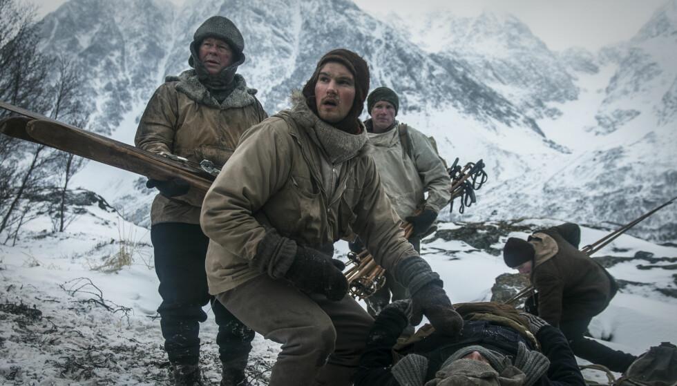 DE EKTE HELTENE: Jan Baalsrud sa selv at han ikke likte heltestemplet han hadde fått etter krigen. Han mente at de ekte heltene var de som hjalp ham med å overleve flukten. Dette bildet er tatt fra filmen «Den 12. mann». Foto: Filmweb