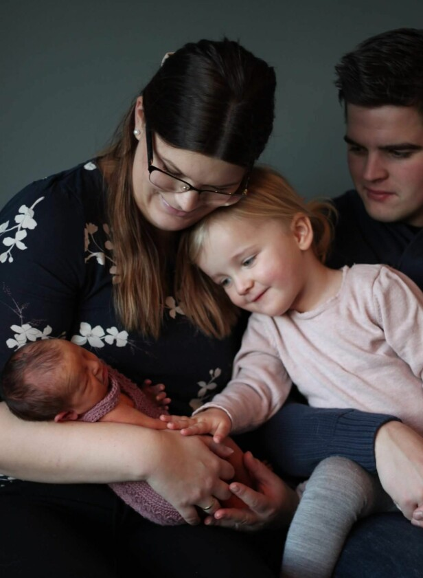 FAMILIE PÅ FIRE: Borghilds andre svangerskap var mye tøffere enn det første, men heldigvis gikk det fint med både mor og barn. FOTO: Privat