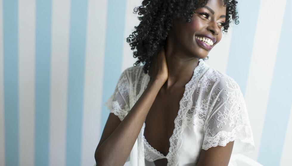 SEXY-TIPS: - Vær naturlig og avslappet, men velstelt. Ikke tenk at pynting og pent undertøy bare skal skje til fest, gjør det heller til en behagelig del av din hverdag, sier Cecilie Kjensli. Foto: NTB scanpix