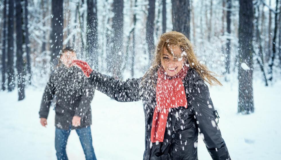 SNØBALLKRIG: Du MÅ selvsagt ikke trene i jula, men litt aktivitet er bra. FOTO: NTB Scanpix