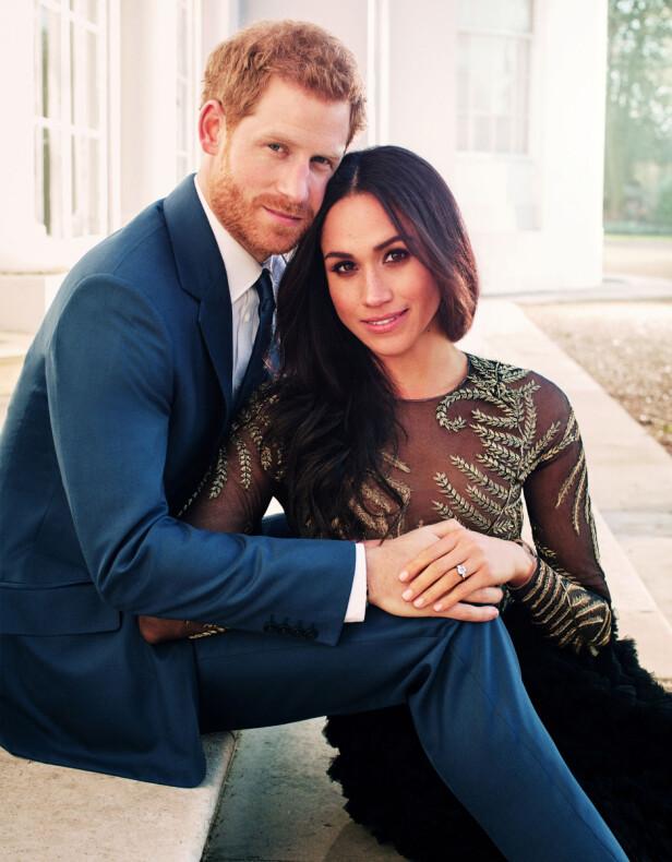 PENT PAR: Disse bildene av det lykkelige paret ble nettopp sluppet. Markle har på seg en kjole fra Ralph & Russo med en prislapp på cirka 500 000 kroner. Foto: Scanpix