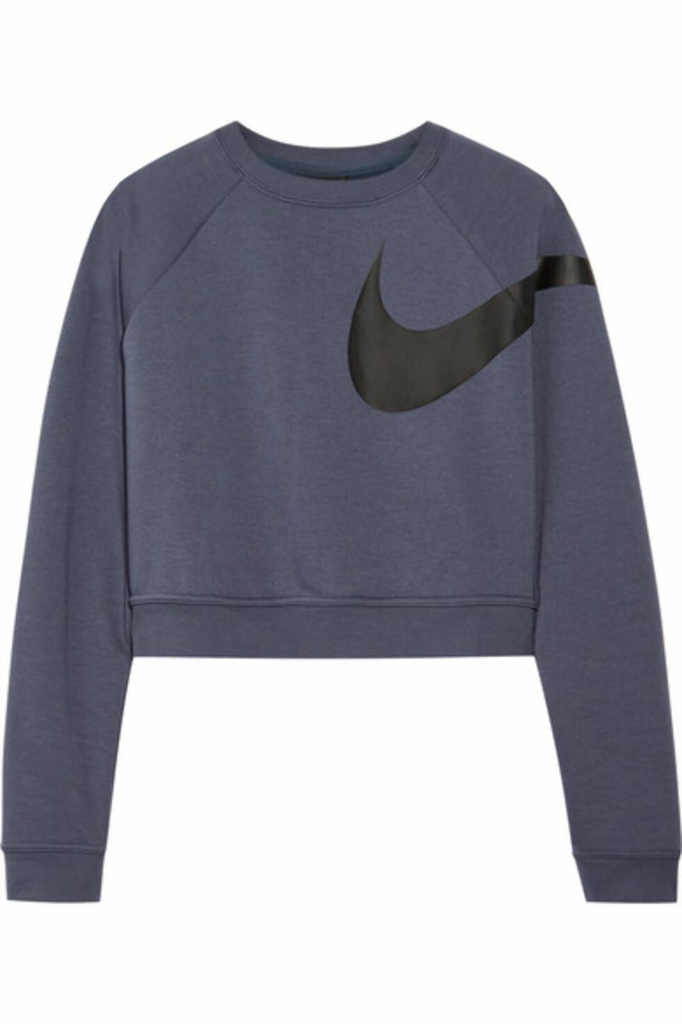 Genser fra Nike |800,-| https://www.net-a-porter.com/no/en/product/950039/nike/versa-cropped-dri-fit-stretch-top
