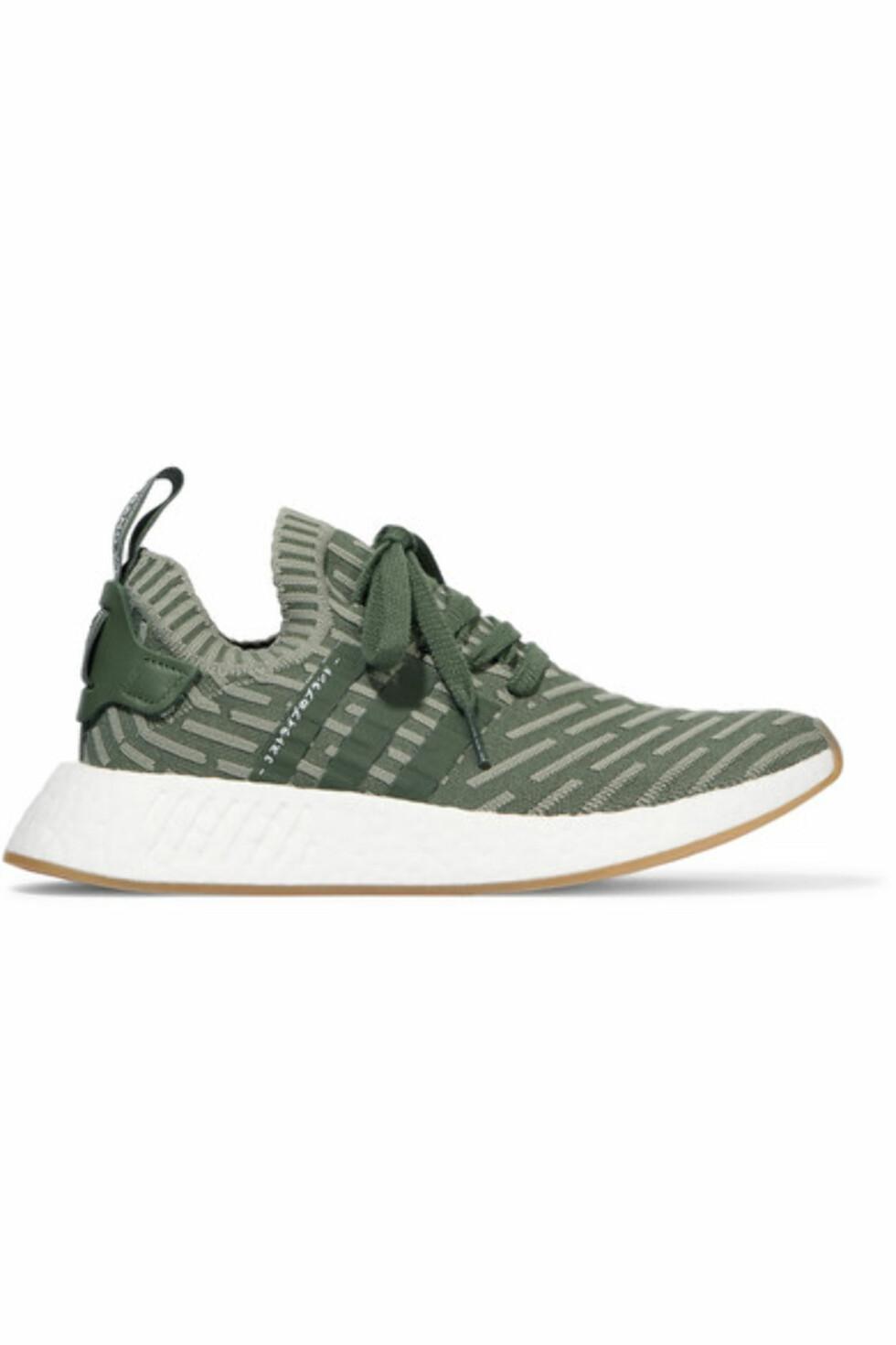 Sko fra Adidas |1700,-| https://www.net-a-porter.com/no/en/product/910378/adidas_originals/nmd-r2-leather-trimmed-primeknit-sneakers