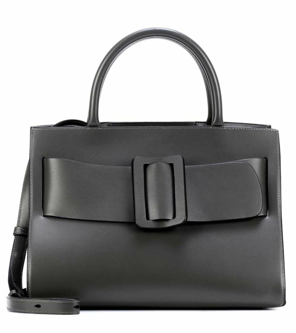 Veske fra Boyy  6655,-  https://www.mytheresa.com/eu_en/boyy-bobby-leather-tote-869288.html?catref=category