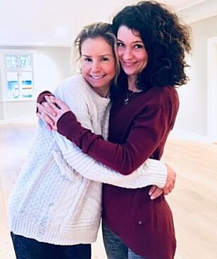 <strong>INSPIRERT:</strong> Camilla Gjøstøl (t.v.) og Maria Fürst ble inspirert til å starte eget yogastudio etter å ha bodd i London og San Francisco. Der fikk de oppleve hvor inspirerende det er å gjøre yoga i deilige omgivelser med gode, kreative lærere og bra musikk. På Instagramkontoen @camayoga.no deler de bilder fra sin yogahverdag. Foto: Romeo Ramos