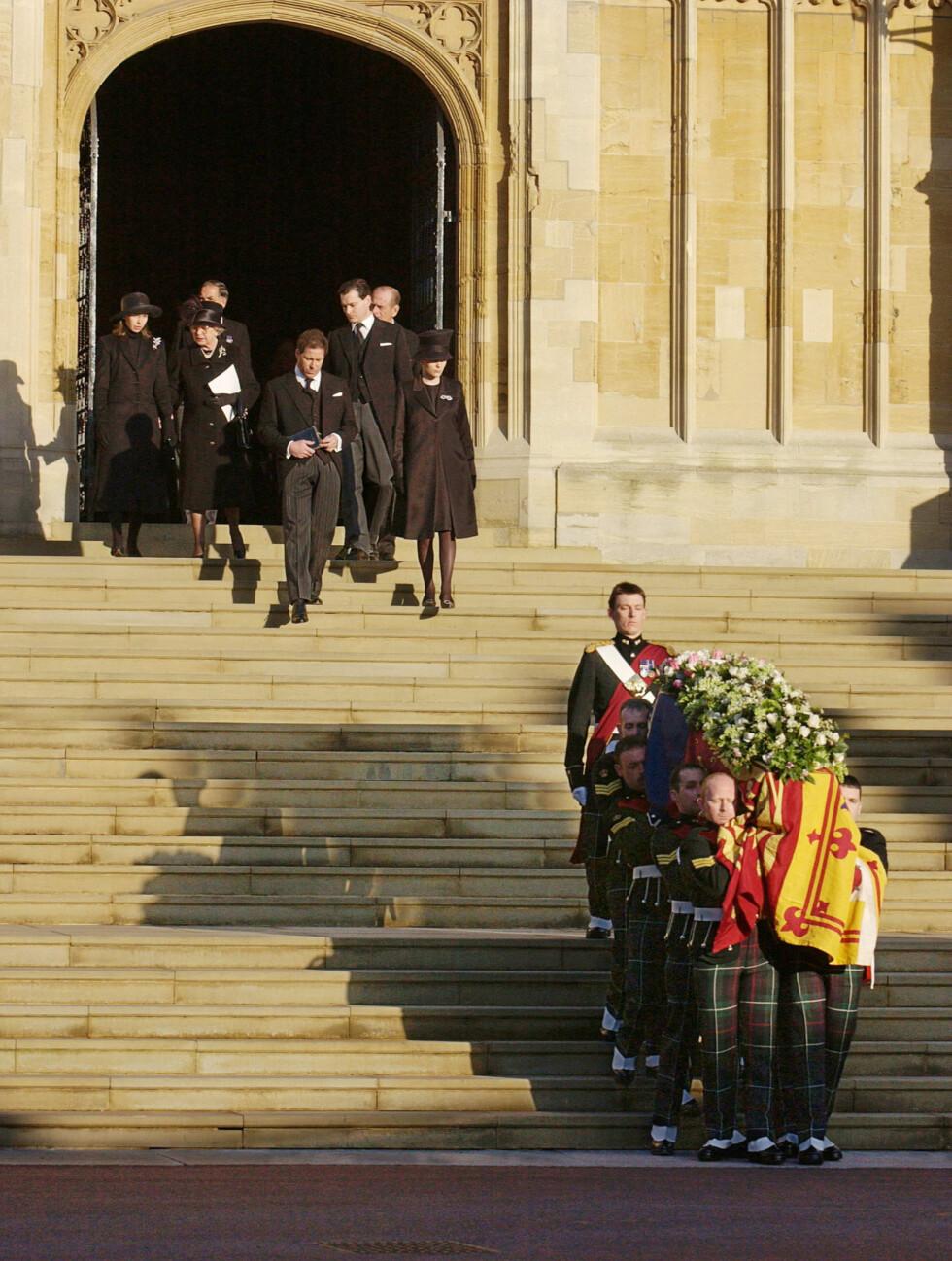 BEGRAVELSE: Den 15. februar 2002 ble prinsesse Margaret gravlagt fra St George's Chapel ved Windsor slott. Hun ble 71 år. Foto: NTB Scanpix