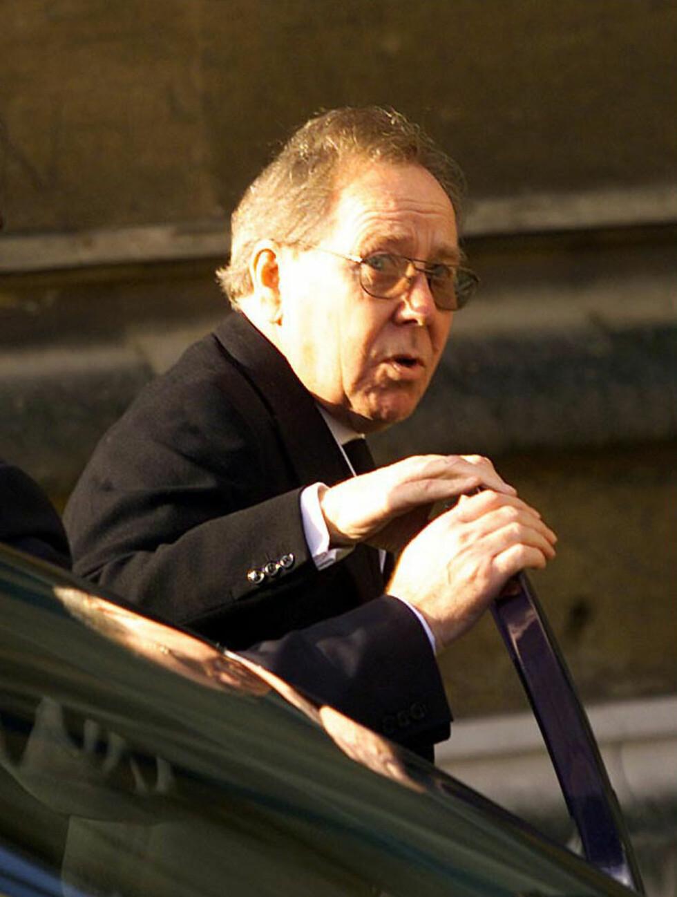 EN SISTE HILSEN: Antony Armstrong-Jones deltok i ekskona prinsesse Margarets begravelse den 15. februar 2002. Foto: NTB Scanpix