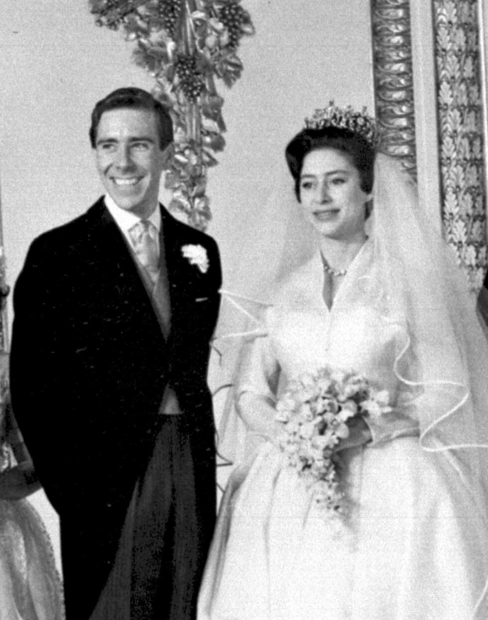 EKTESKAP: Ekteskapsinngåelsen mellom Margaret og Antony var det første kongelige bryllupet som ble sendt på TV. Foto: NTB Scanpix
