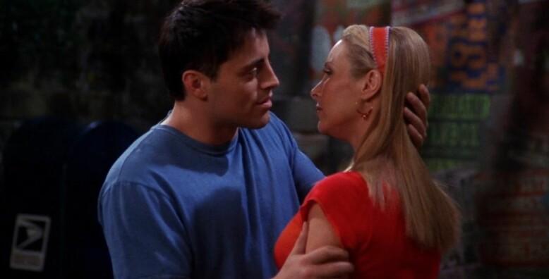 HEMMELIG: I utgangspunktet skulle Joey og Pheobe ha et hemmelig forhold gjennom hele serien. Ideen ble imidlertid kastet vekk i siste liten. Foto: Warner Bros