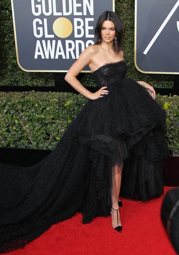 Modellen Kendall Jenner i voluminøs kjole. Foto: NTB Scanpix