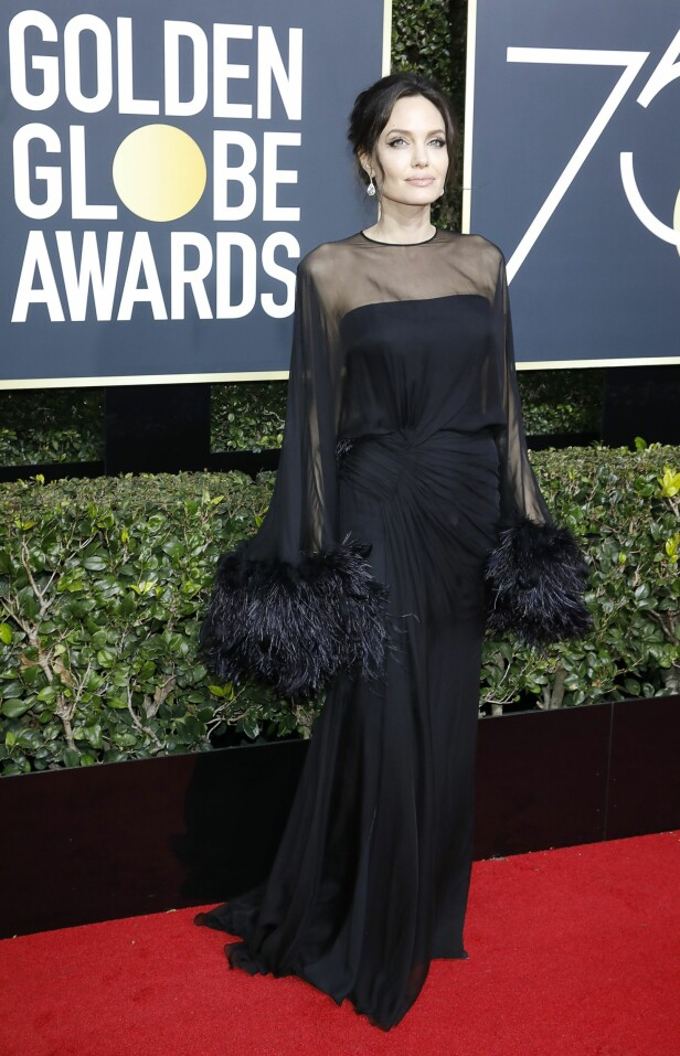 Angelina Jolie i fotsid kjole. Foto: NTB Scanpix