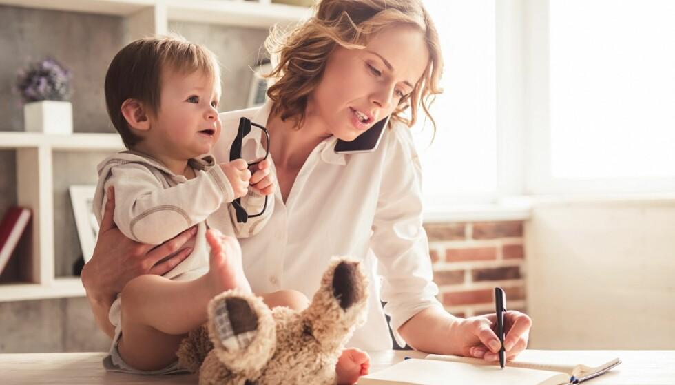 MULTITASKING: Jobben er ikke alt her i livet, så la fridagene dine være fri for jobboppgaver. Foto: Scanpix.