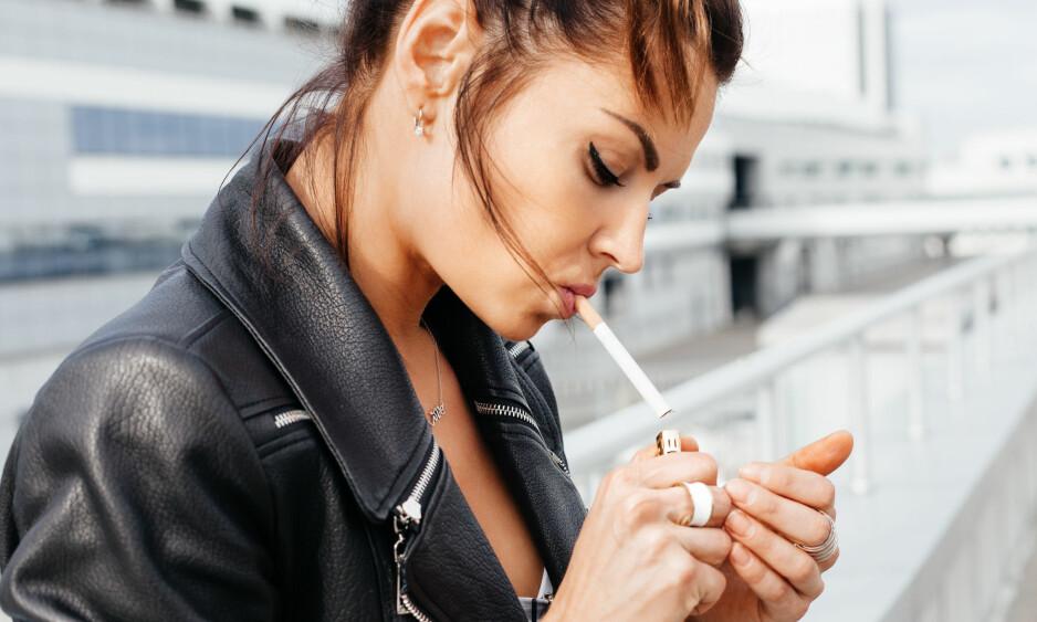 FARLIG MED FESTRØYK: Jo mer du røykere, jo større er helserisikoen, men det er heller ikke mye som skal til. FOTO: NTB Scanpix