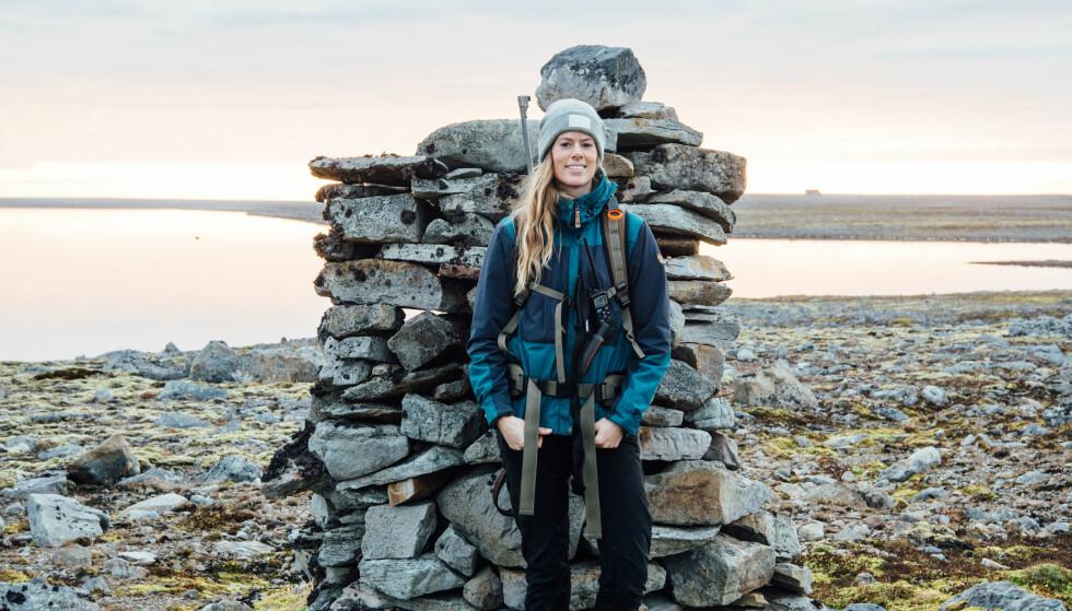 ELSKER FRILUFTSLIV: Kristine elsker å være ute i naturen. Hun gikk mange turer på Bjørnøya, og overnattet på hyttene som var tilgjengelige. FOTO: Privat