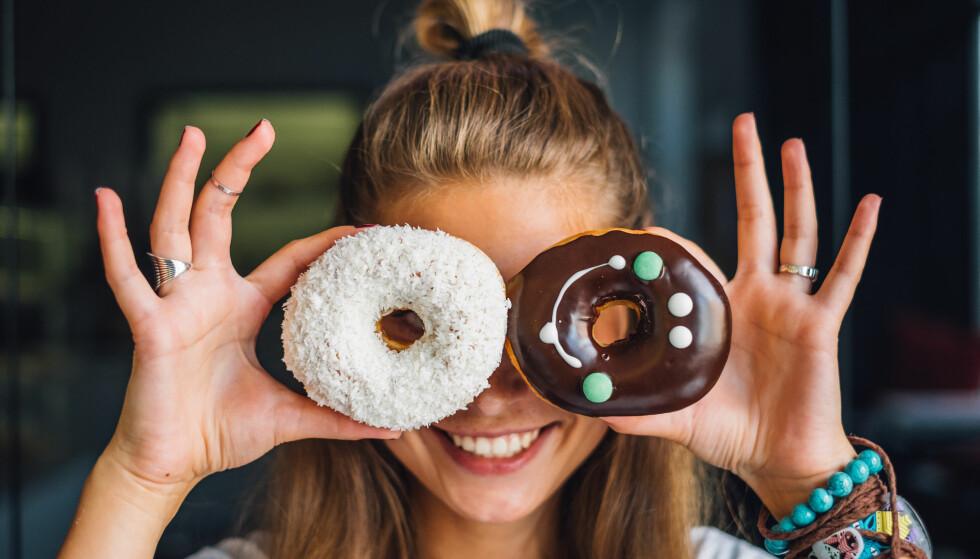 SPISE SØTSAKER TIDLIG PÅ DAGEN: Så lenge du spiser bakst og søtsaker tidlig på dagen, så er det greit? Nei, så lett er det ikke, mener Rosvoll. FOTO: NTB scanpix