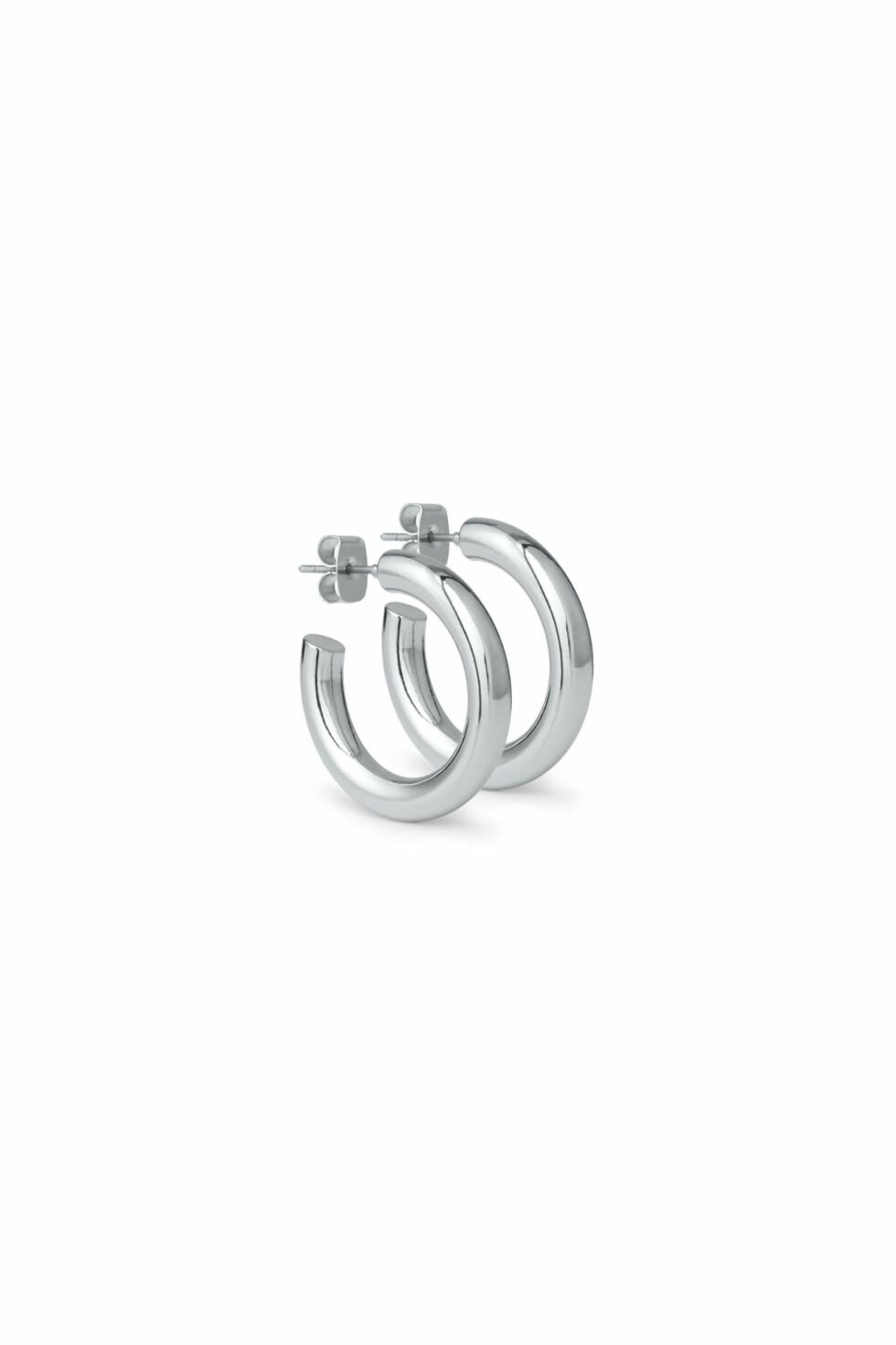 Øredobber fra Weekday |60,-| https://www.weekday.com/en_sek/women/categories/jewellery/product.thick-hoop-earrings-silver.0378427002.html