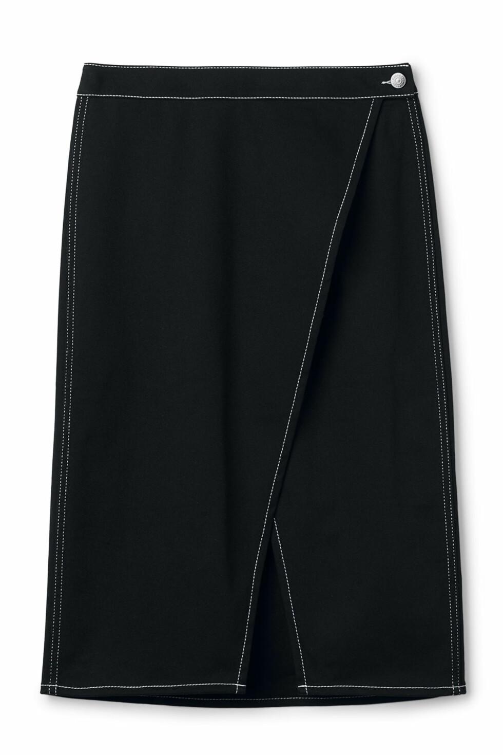 Skjørt fra Weekday |450,-| https://www.weekday.com/en_sek/women/get-the-latest/new-arrivals/product.panel-skirt-black.0594135001.html
